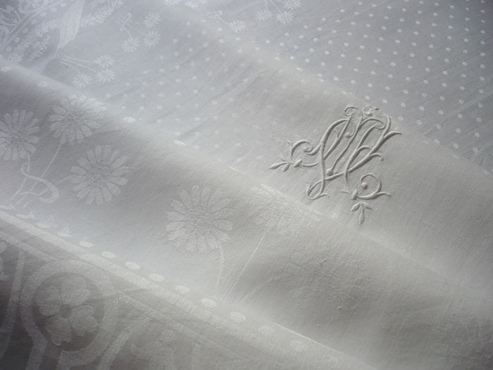 Art-Deco damask banquet tablecloth and napkins monogram MV