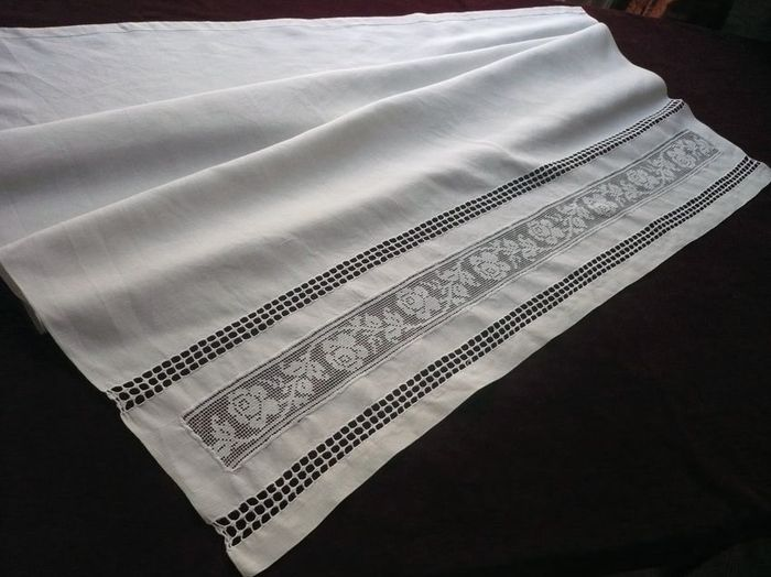 Embroidered French baby sheet