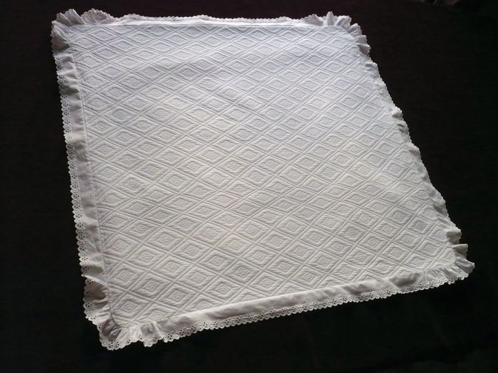 cotton piqué pillow sham with geometric motif
