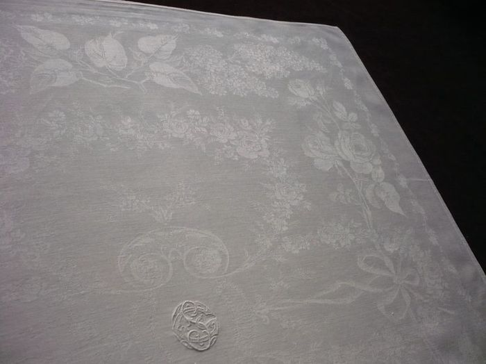 Antique Napkin Services