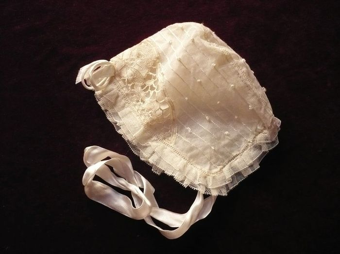 Ecru tulle and lace infant bonnet