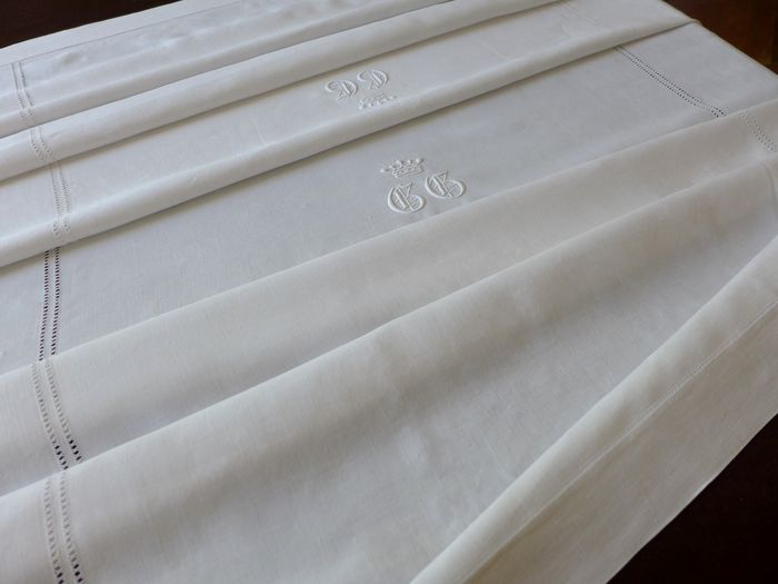 Antique Linen Table Service Monogrammed GG & Comtal Crowns